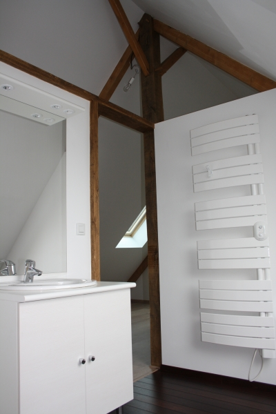 Nos r alisations salle d 39 eau sous toit sous comblescousin bois - Decoratie mansard kamer volwassene ...